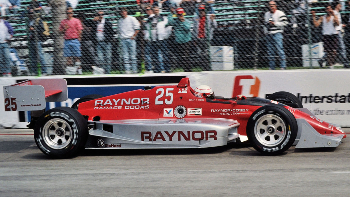 With no new sponsorship deals coming in, Raynor's garage doors remained on the sidepods. (Image: Dan R. Boyd)