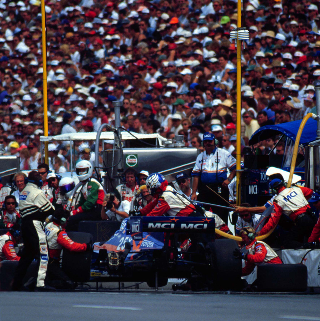 Jeff's final pit stop. (Image: LAT Photographic)